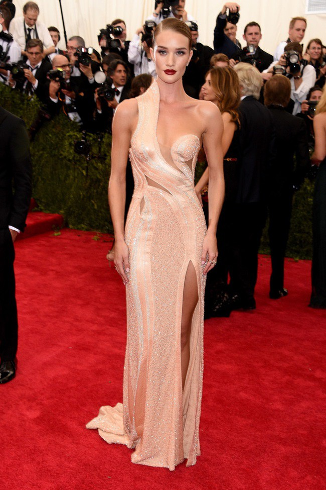 WTFSG_2015-met-gala-red-carpet-style_rosie-huntington-whiteley