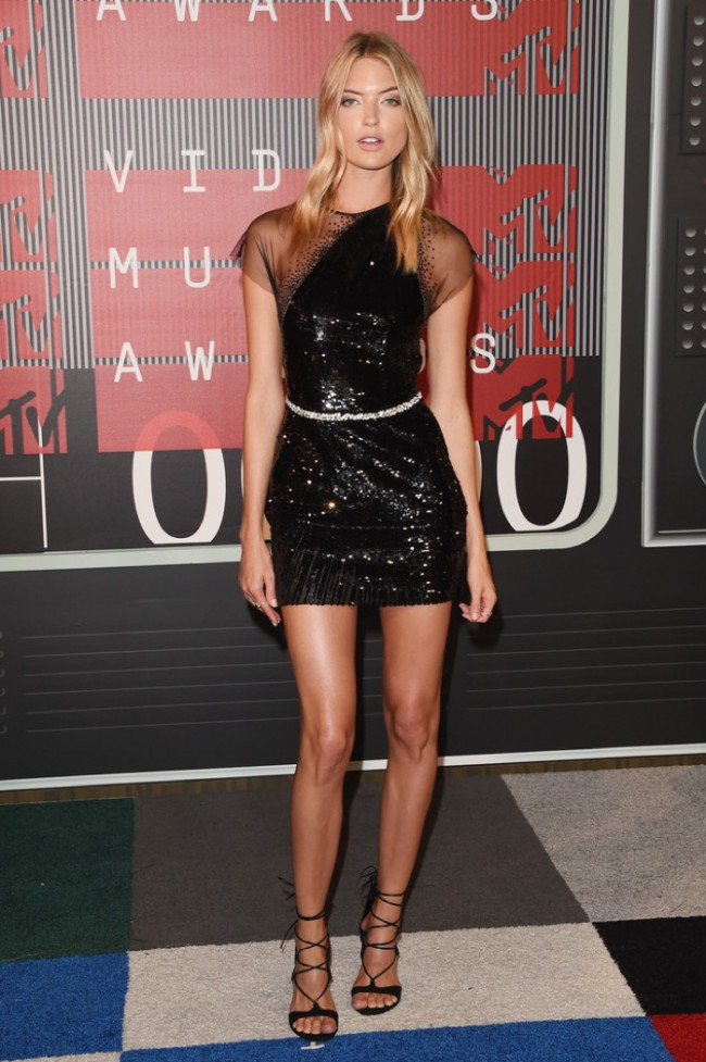 WTFSG_2015-mtv-video-music-awards-style_Martha-Hunt