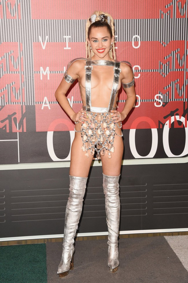 WTFSG_2015-mtv-video-music-awards-style_Miley-Cyrus