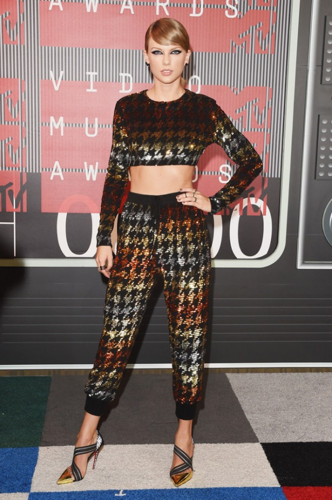 WTFSG_2015-mtv-video-music-awards-style_Taylor-Swift