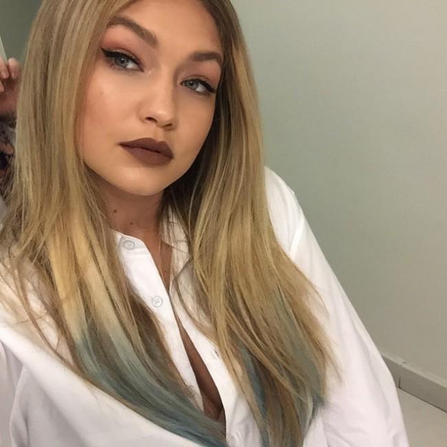 WTFSG_Gigi-Hadid-Blue-Hair