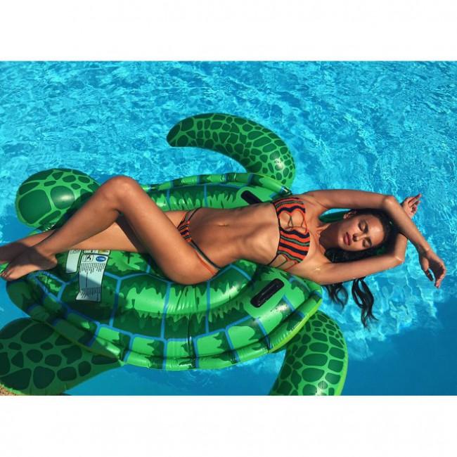 WTFSG_Irina-Shayk-Bikini-Pool_1