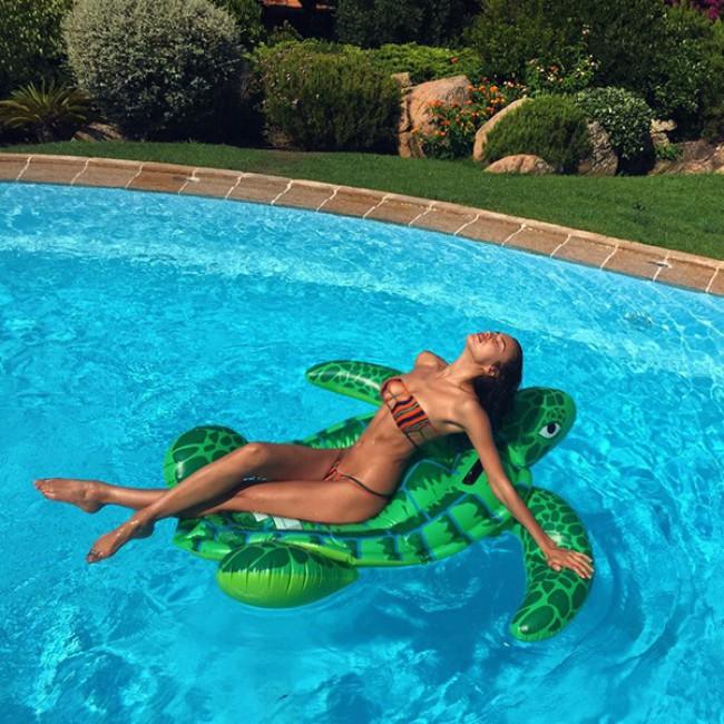 WTFSG_Irina-Shayk-Bikini-Pool_2