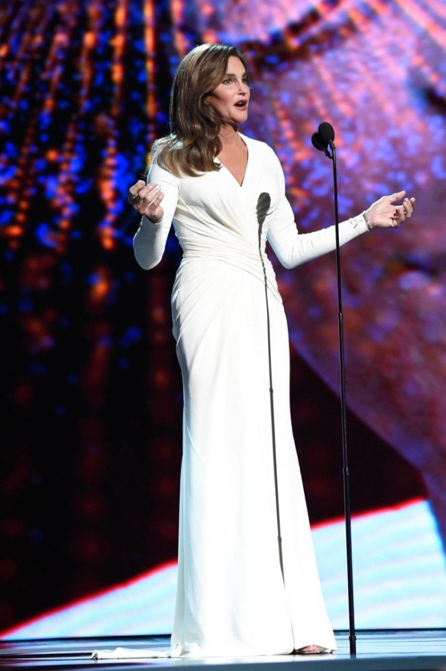 WTFSG_caitlyn-jenner-versace-dress-epsy-awards-2015_2