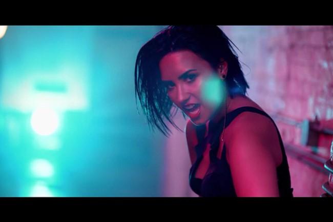WTFSG_demi-lovato-cool-for-the-summer_music-video_2