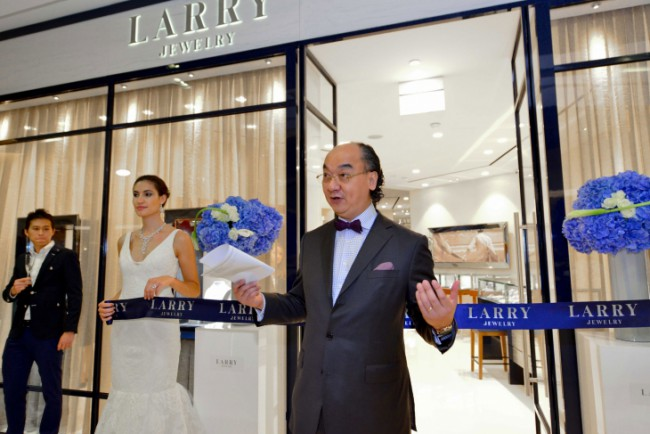 WTFSG_larry-jewelry-ion-orchard-boutique-relaunch_6