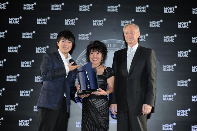 WTFSG_montblanc-de-la-culture-arts-patronage-award-2012_1