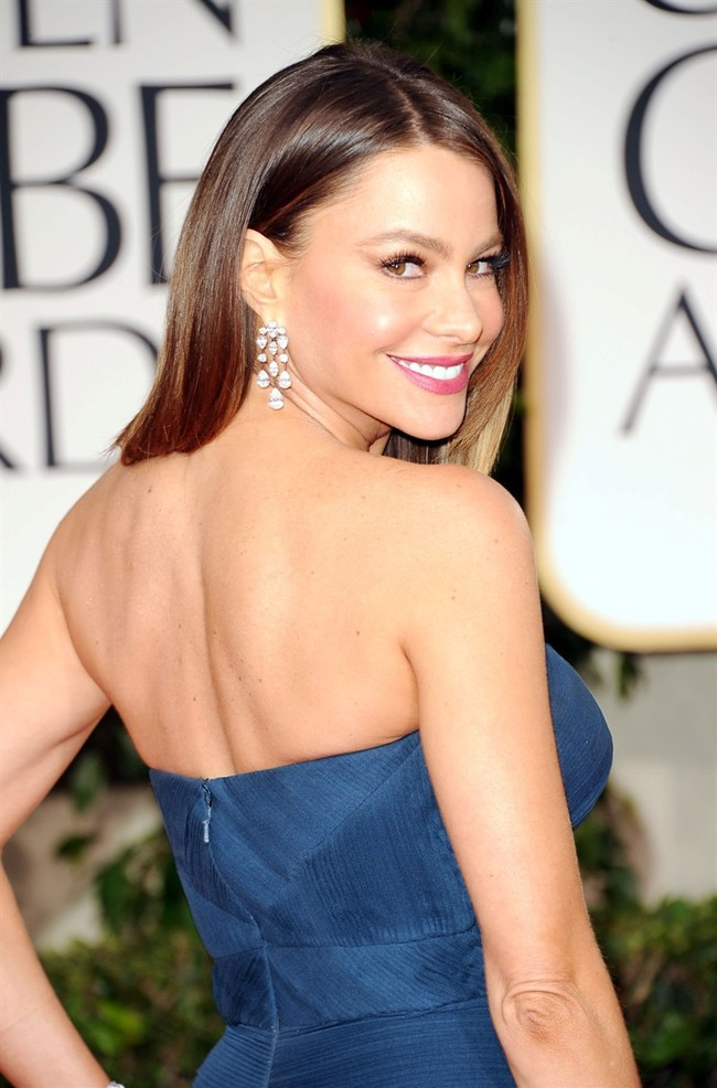 WTFSG_sofia-vergara-dons-5m-harry-winston-jewelry-at-golden-globes-2012_2