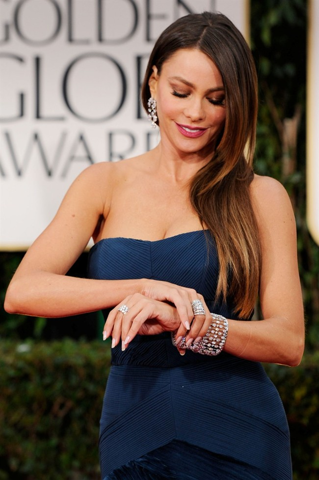WTFSG_sofia-vergara-dons-5m-harry-winston-jewelry-at-golden-globes-2012_3