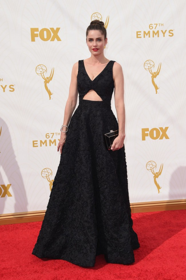 WTFSG_Amanda-Peet-2015-Emmys-Black-Dress