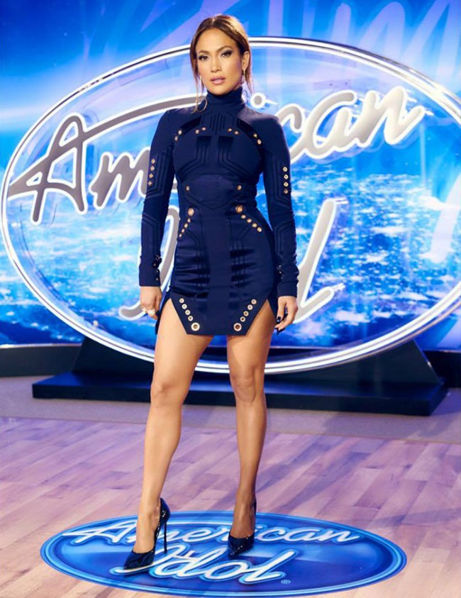 WTFSG_Jennifer-Lopez-American-Idol-Auditions-Philadelphia-2015-Mugler-Dress