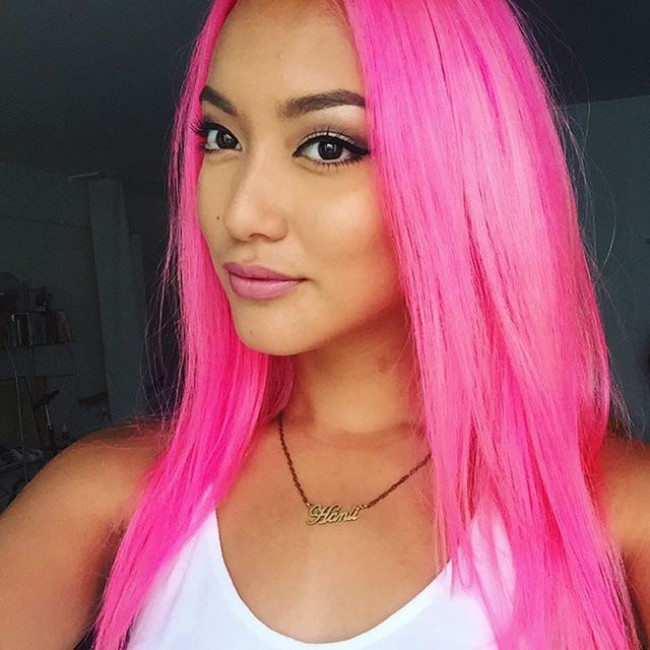 WTFSG_MTV-VJ_hanli-hoefer_pink-hair