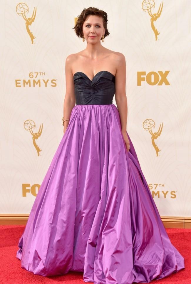 WTFSG_Maggie-Gyllenhaal-2015-Emmys-Oscar-de-la-Renta-Dress