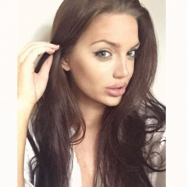 WTFSG_angelina-jolie-instagram-lookalike_3