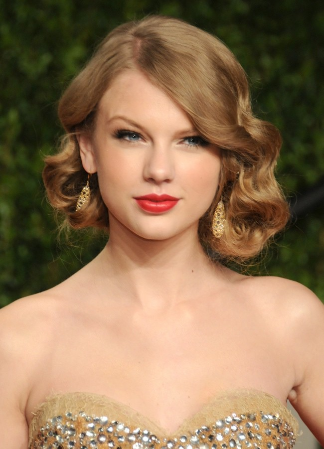 WTFSG_taylor-swift-finger-waves-1930s-hairstyle