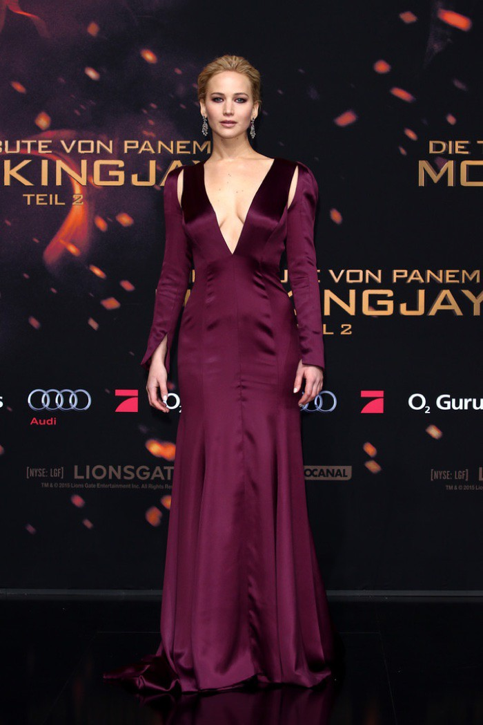 WTFSG_Jennifer-Lawrence-Hunger-Games-Mockingjay-Part-2-Dior-Couture-Dress