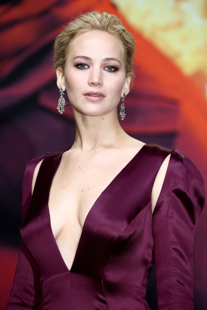 WTFSG_Jennifer-Lawrence-Hunger-Games-Mockingjay-World-Premiere-Dior-Dress