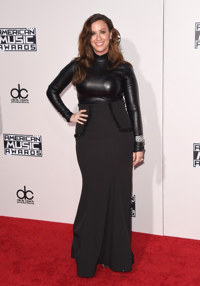 WTFSG_Alanis-Morissette-2015-American-Music-Awards-Black-Dress