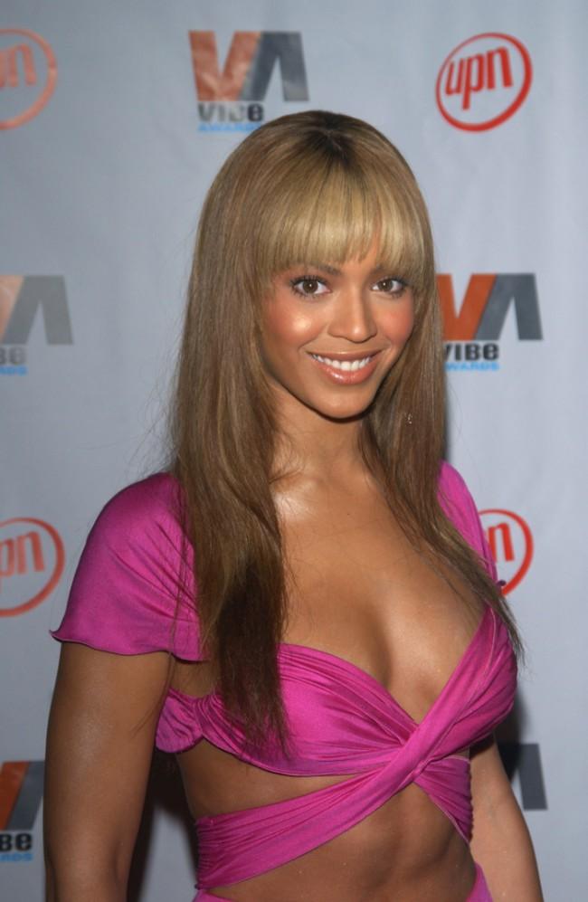 WTFSG_Beyonce-Bangs-Blonde-Hairstyle