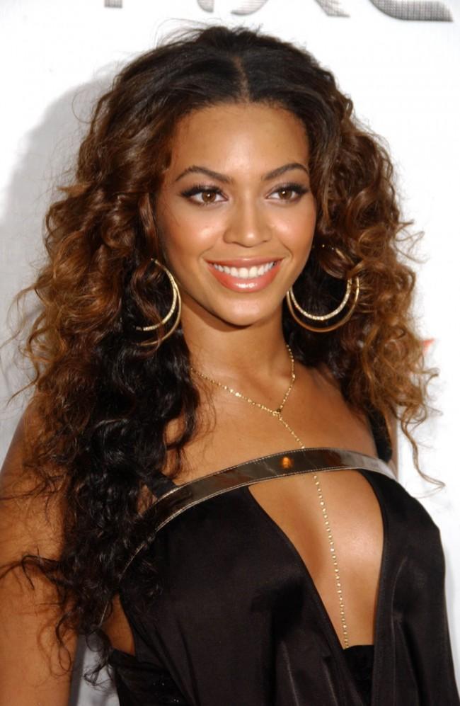 WTFSG_Beyonce-Brown-Wavy-Hairstyle
