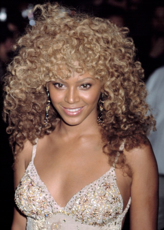WTFSG_Beyonce-Curly-Blonde-Hairstyle