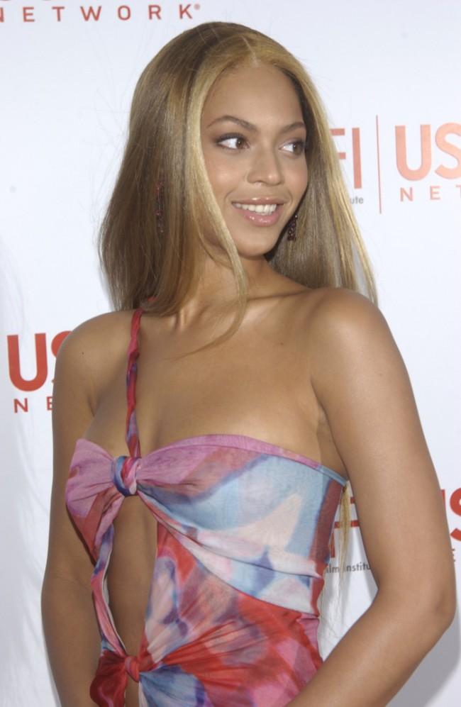 WTFSG_Beyonce-Long-Blonde-Straight-Hair