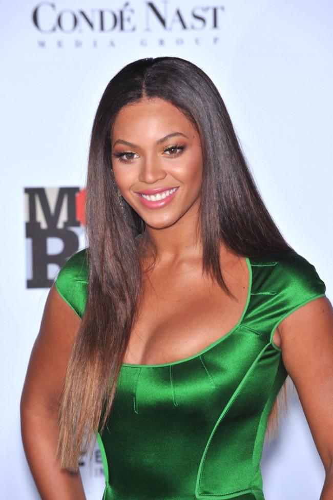 WTFSG_Beyonce-Long-Straight-Dark-Brown-Hairstyle