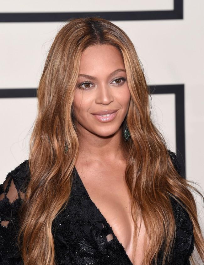 WTFSG_Beyonce-Wavy-Bronde-Hairstyle