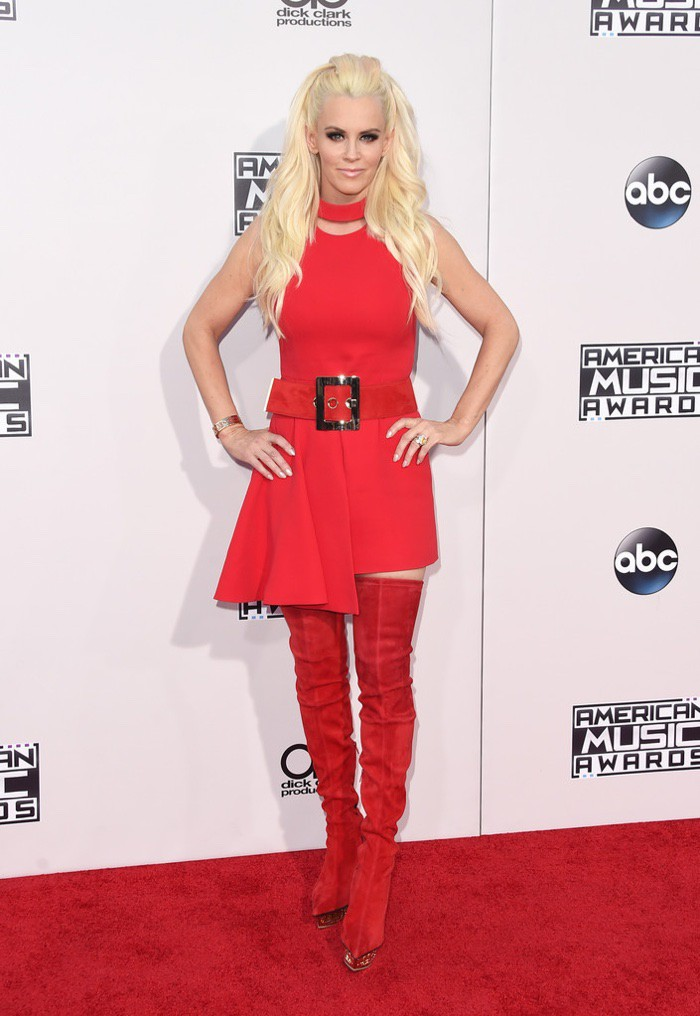 WTFSG_Jenny-McCarthy-2015-American-Music-Awards-Red-Versace-Dress