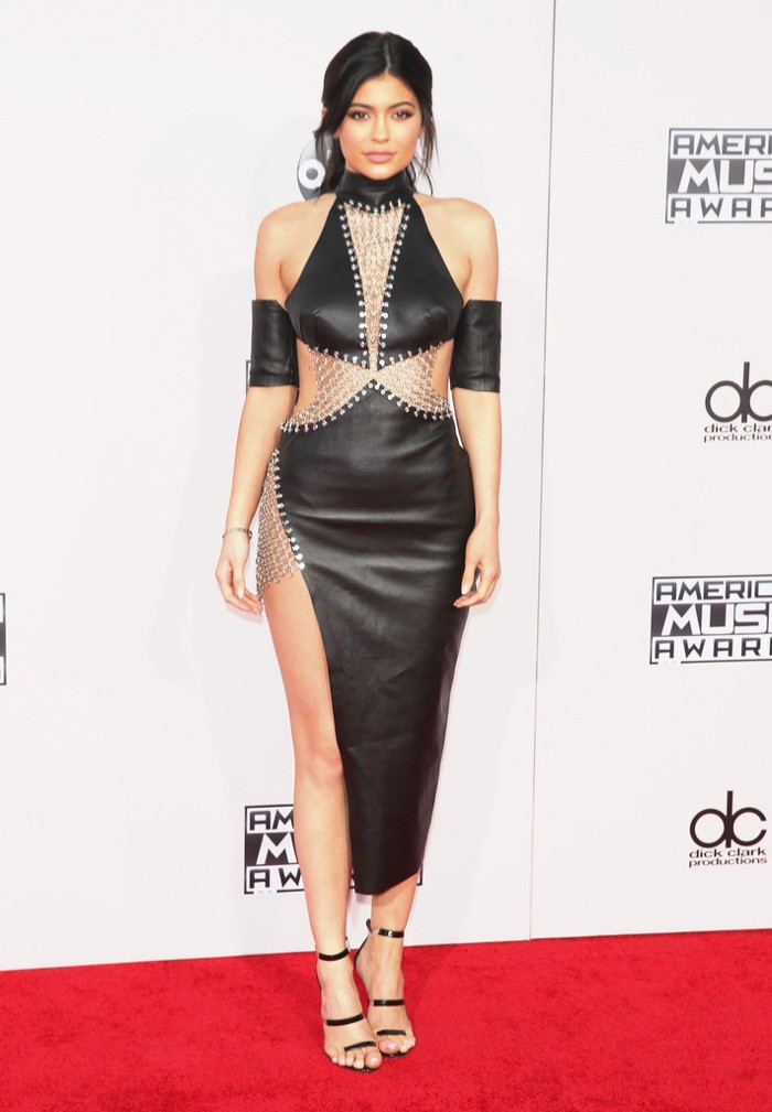 WTFSG_Kylie-Jenner-2015-American-Music-Awards-Bryan-Hearns-Dress