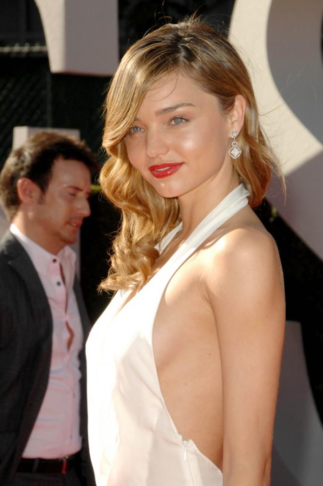 WTFSG_Miranda-Kerr-Blonde-Hairstyle-Wavy