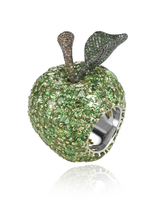 WTFSG_chopard-keeps-doctors-away-with-apple-ring_2