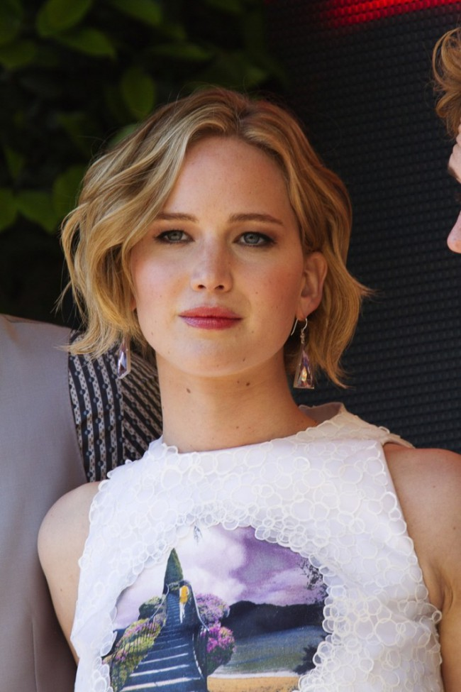 WTFSG_jennifer-lawrence-wavy-bob-hairstyle