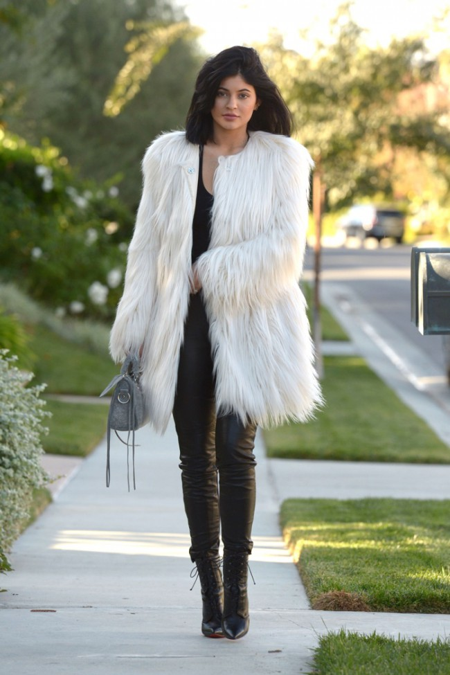 WTFSG_kylie-jenner-faux-fur-guess-white-coat_1