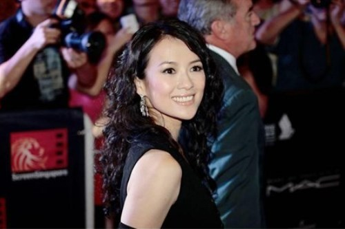 WTFSG_zhang-ziyi-lights-up-screensingapore-in-chopard_1