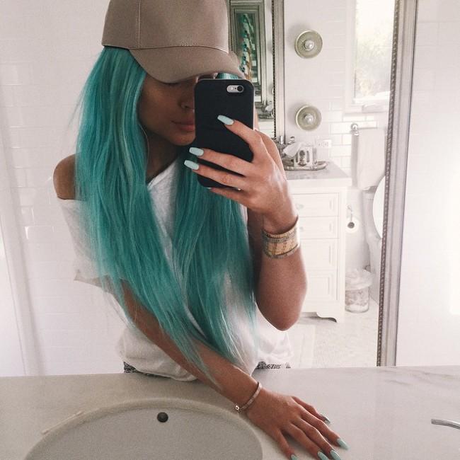WTFSG_kylie-jenner-aqua-blue-hair