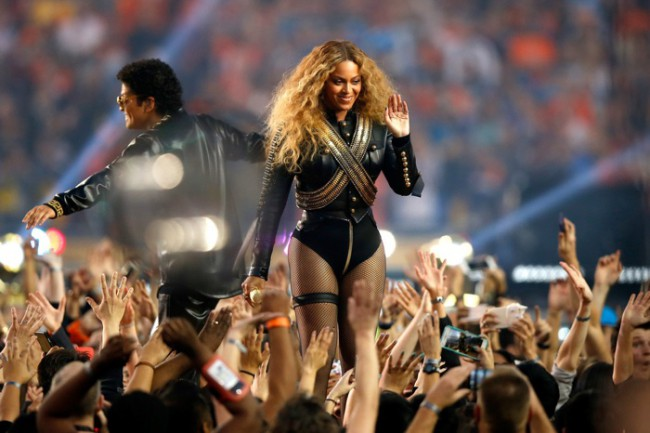 WTFSG_Beyonce-Super-Bowl-2016-Black-Leather-DSquared2-Outfit
