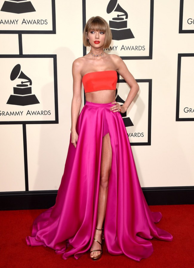 WTFSG_2016-grammy-awards-red-carpet_Taylor-Swift