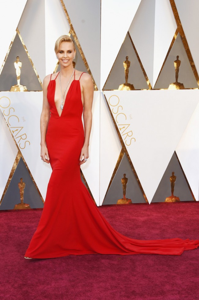 WTFSG_Charlize-Theron-2016-Oscars-Red-Dior-Haute-Couture-Dress