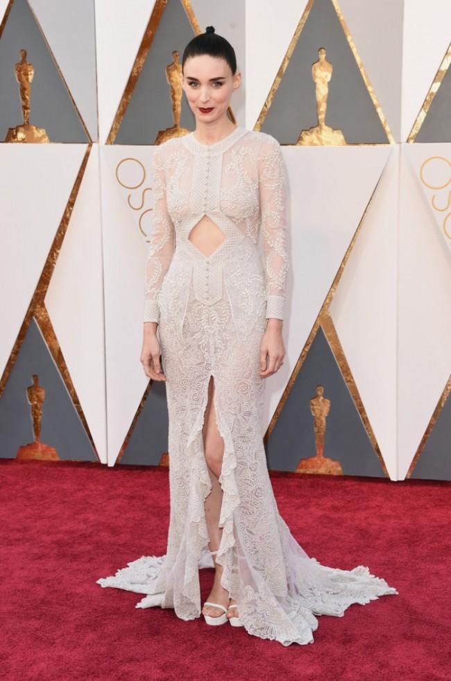 WTFSG_Rooney-Mara-2016-Oscars-White-Givenchy-Dress