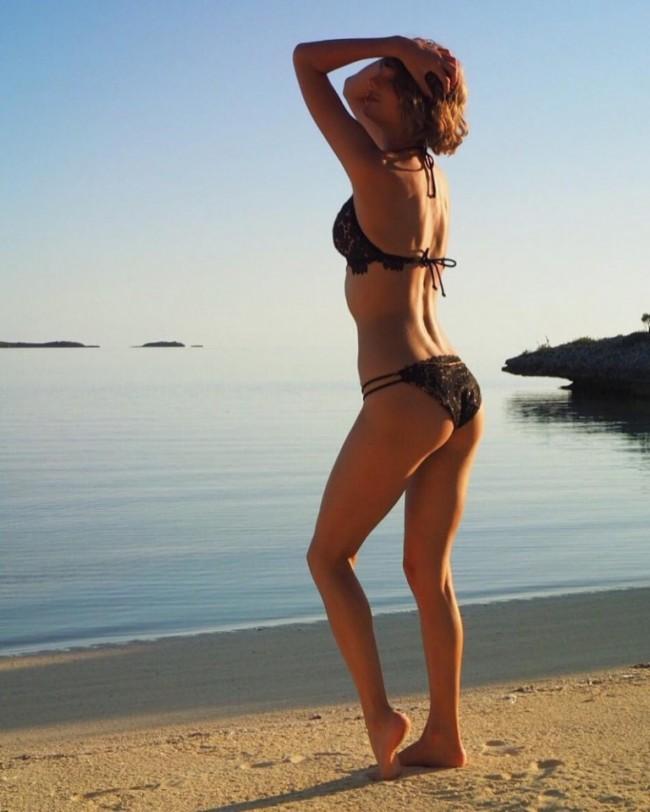 WTFSG_taylor-swift-bikini-style-instagram-2016_1