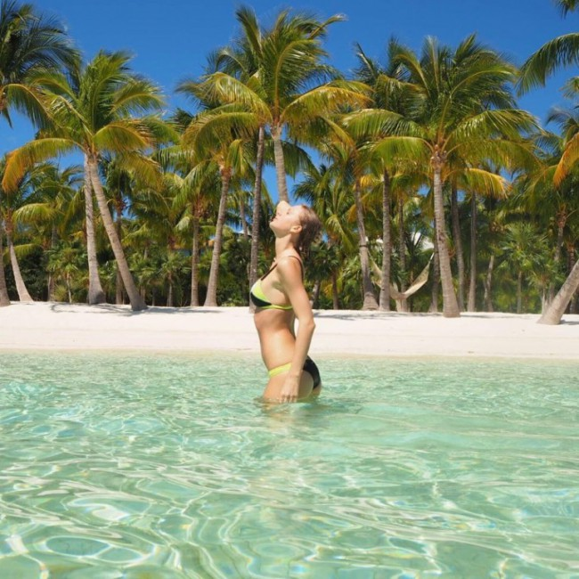 WTFSG_taylor-swift-bikini-style-instagram-2016_2