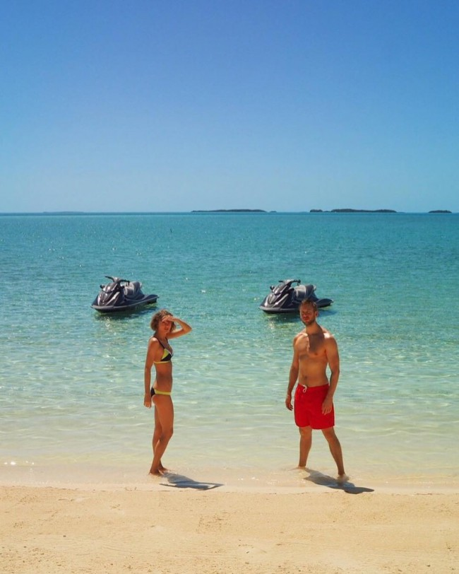 WTFSG_taylor-swift-bikini-style-instagram-2016_4