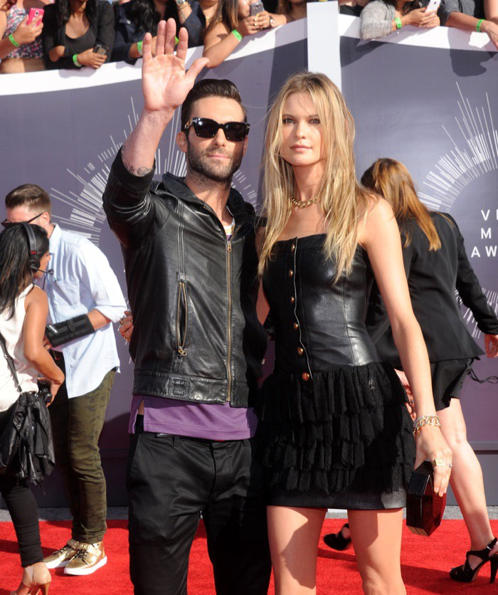 WTFSG_Behati-Prinsloo-Adam-Levine-2014-MTV-Music-Video-Awards