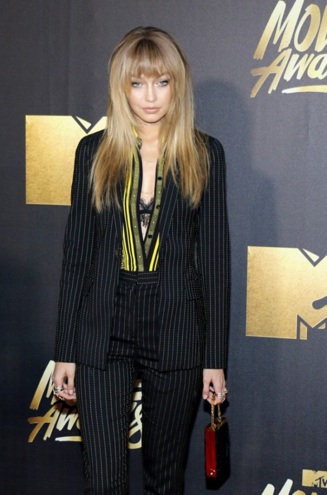 WTFSG_Gigi-Hadid-Suit-Versace-MTV-Movie-Awards-2016_1