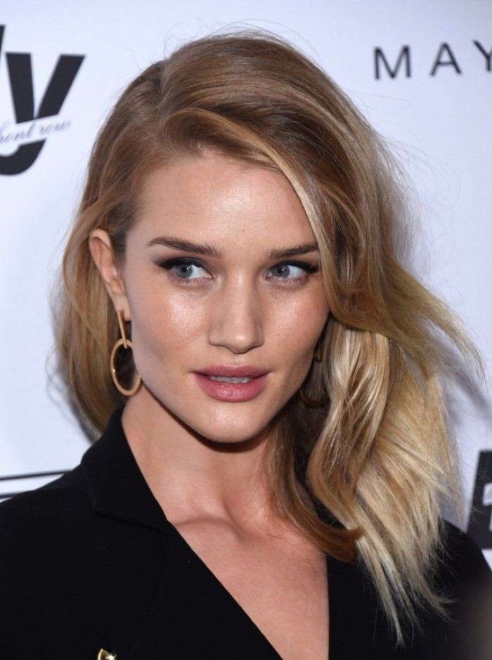 WTFSG_Rosie-Huntington-Whiteley-Fashion-Awards-2016-Wavy-Hair