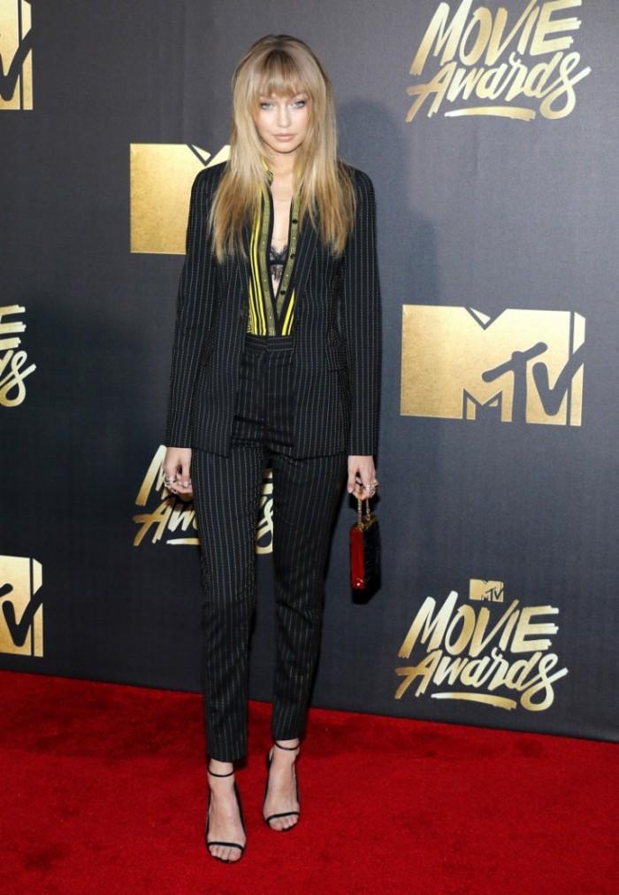WTFSG_2016-MTV-Movie-Awards_Gigi-Hadid-Versace-Pant-Suit