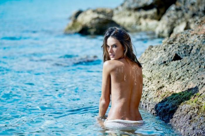 WTFSG_Alessandra-Ambrosio-Flash-Tattoos-2016_2