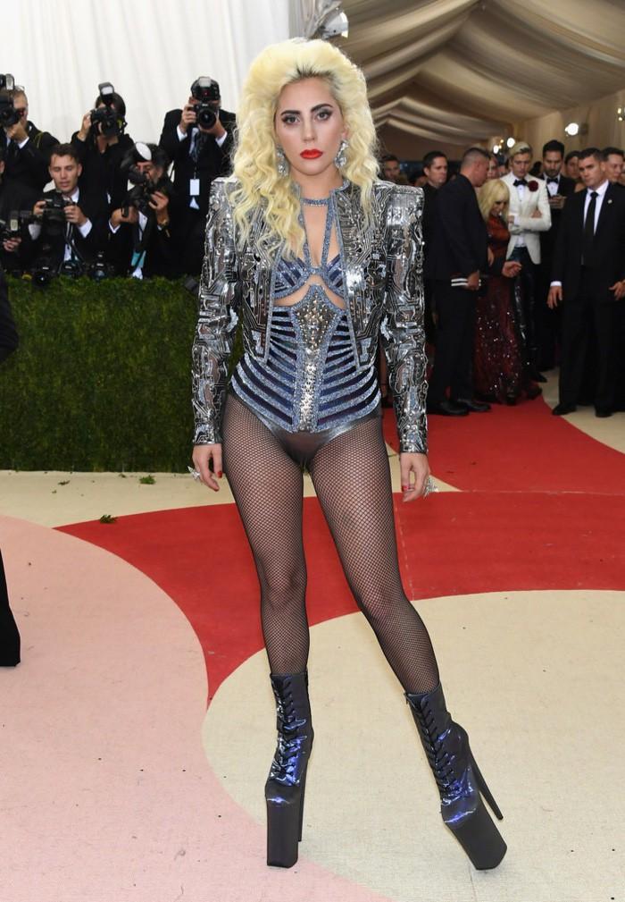 WTFSG_Lady-Gaga-Versace-2016-Met-Gala