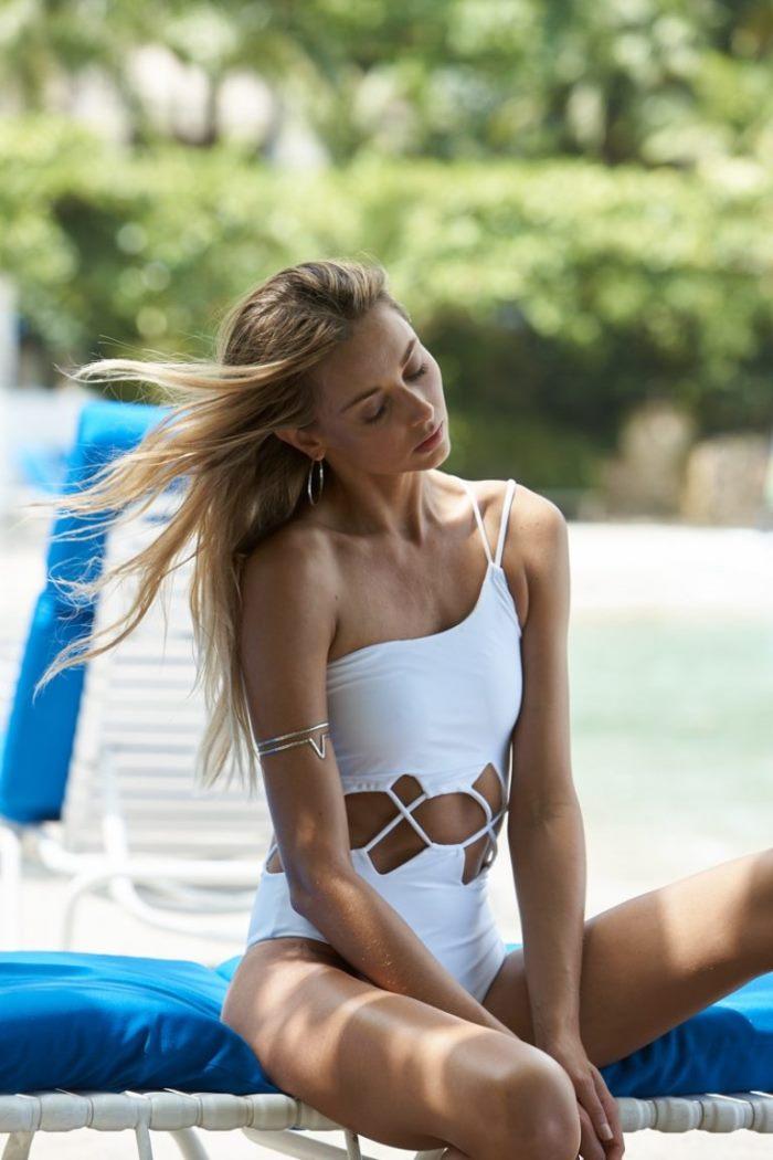 WTFSG_Ludi-Delfino-REVOLVE-Swimsuit-Campaign_2